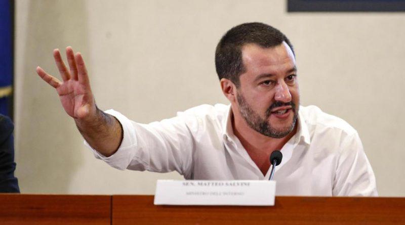"""Salvini contro le società di Calcio per lo sperpero di Soldi. Il decreto Sicurezza? """"Togliete un milione di euro a Dzeko"""""""